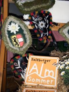 Salzburger Almsommertafel und Almschmuck