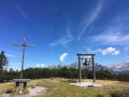Glocke und Gipfelkreuz am Gerzkopf